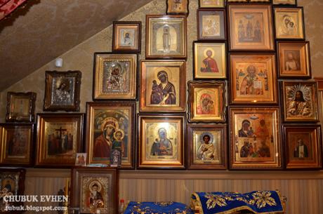 Дуже багато у маєтку церковностей