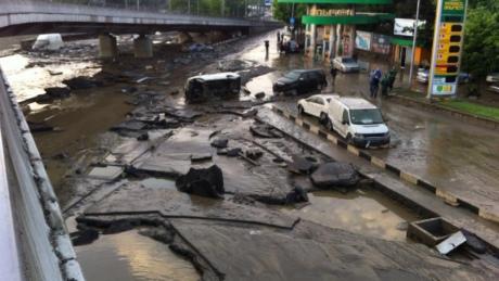 У Тбілісі повінь, загинули 8 людей. Із затопленого зоопарку розбіглися звірі. ФОТО 10