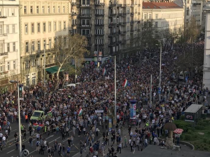 Навыборах вВенгрии лидирует правящая коалиция
