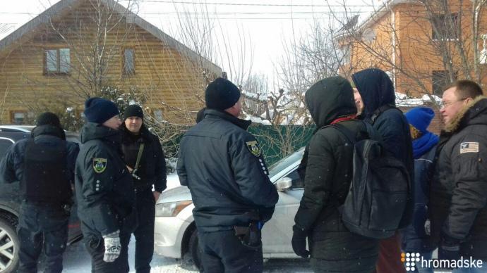 Під будинок Крисіна прийшли активісти звимогою неховатися від правосуддя