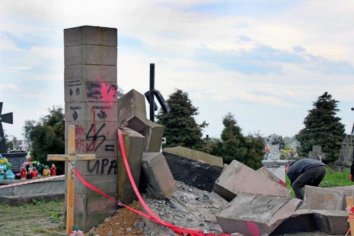 ВМИД возмущены демонтажем монумента УПА вПольше