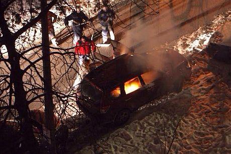 На политическом небосклоне взошёл ещё один радикальный сектор, теперь левый и красный -  на фоне горящих авто