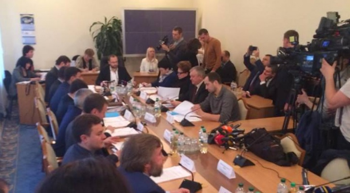 Юрий Луценко нецензурно обидел юриста Новинского