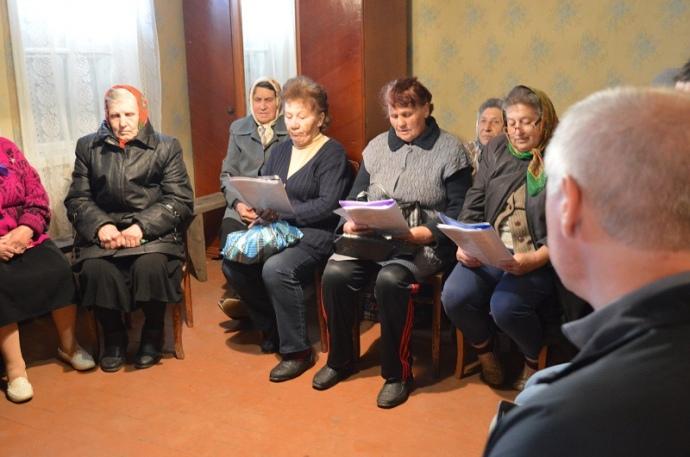 Не дивлячись на віросповідання, люди в Жованці регулярно відвідують службу протестантів