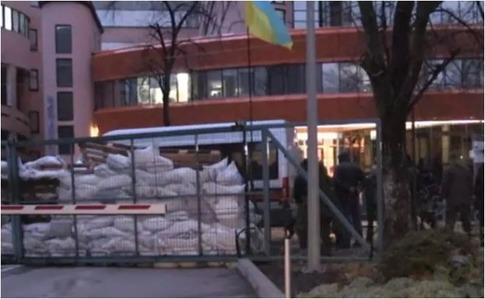 Учасники блокування заявили про умови зняття блокади телеканалу NewsOne (відео)