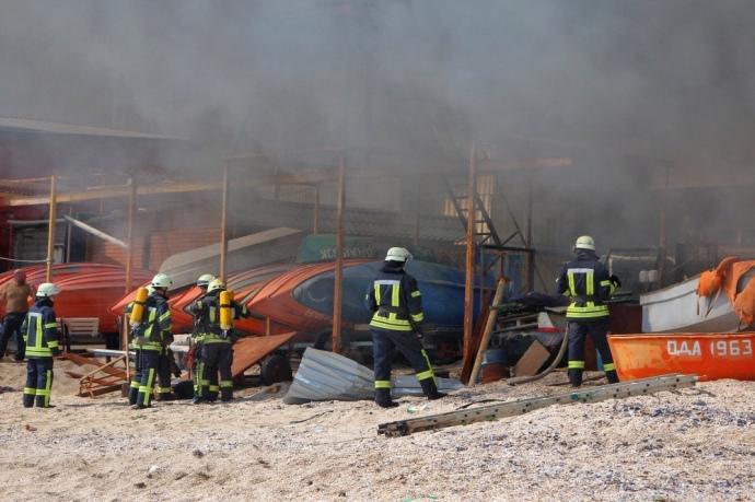 Дым виден закилометры: полыхает ресторан на тринадцатый станции огромного Фонтана