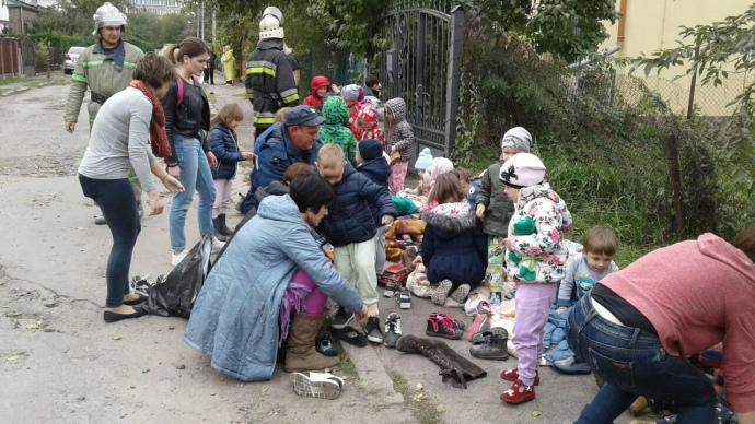 ВоЛьвове детей эвакуировали издетского сада из-за мощного пожара