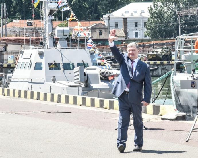 Порошенко в Одесі на фоні катера