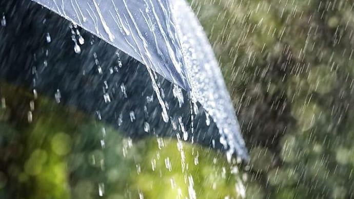 Дощі, грози та град: в Україні оголосили штормове попередження