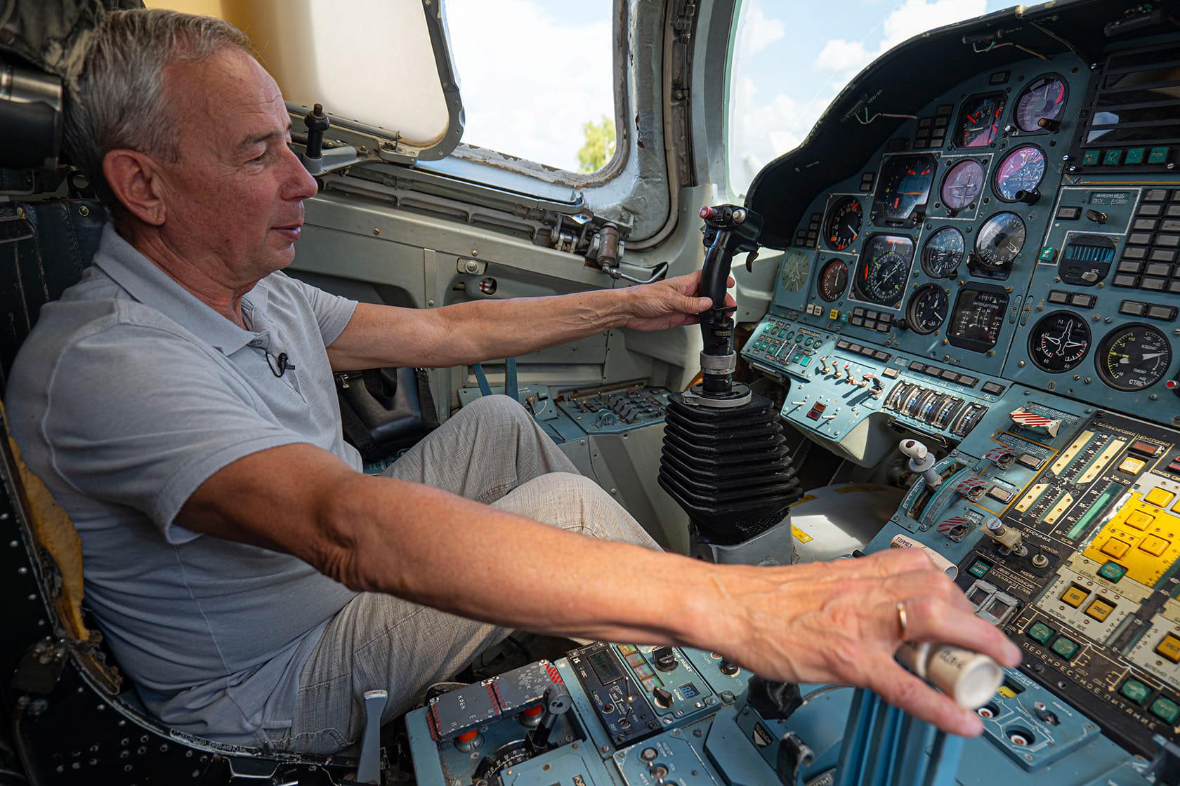 """Тайны """"Белого лебедя"""". Пилоты дальней авиации рассказывают о ликвидированных в Украине Ту-160"""