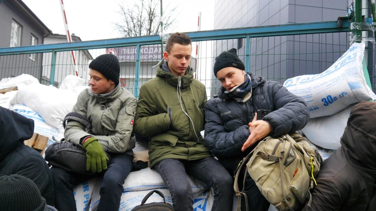 Ці юні хлопці - теж учасники блокади