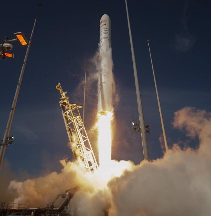 У США успішно запустили ракету-носій, конструкцію якої виготовили українці (фото і відео)