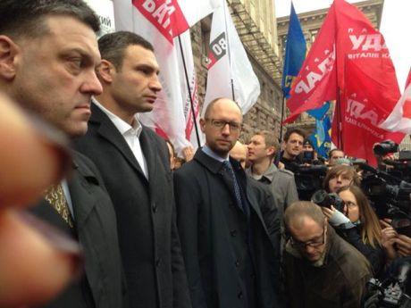 Тягнибок, Кличко і Яценюк залишають Київраду. Фото Ольги Лаппо