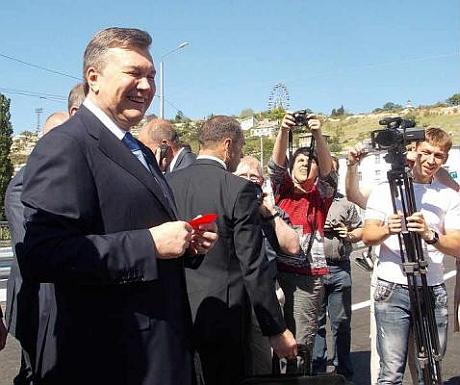 Янукович открыл мост в Севастополе. Фото Новый Севастополь