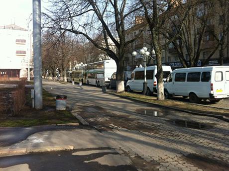 Автобусы перед акцией оппозиции в Полтаве. Фото пресс-службы Батькивщины