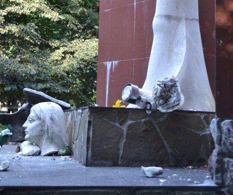 У Раві-Руській Львівської області невідомі знищили пам'ятник