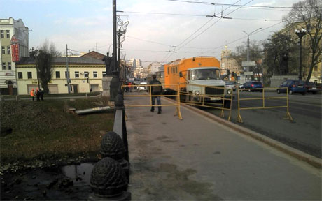Ф Харькове перекрывают улицы. Фото Аронца