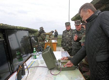 Януковича на Львовщине глушил ракетами рыбу