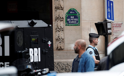 Встолице франции  вооруженный мужчина захватил заложников итребует связаться спосольством Ирана,
