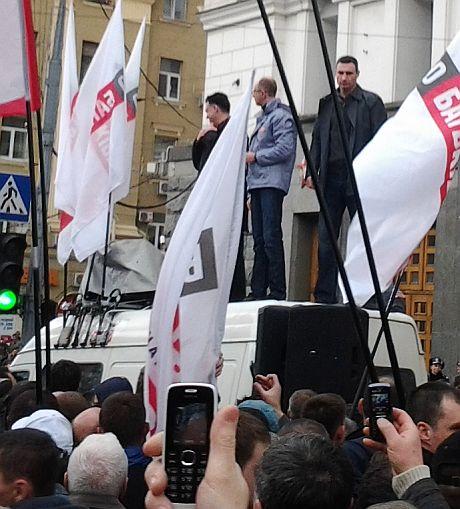 Яценюк, Тягнибок і Кличко вилізли у Харкові на дах броньовика
