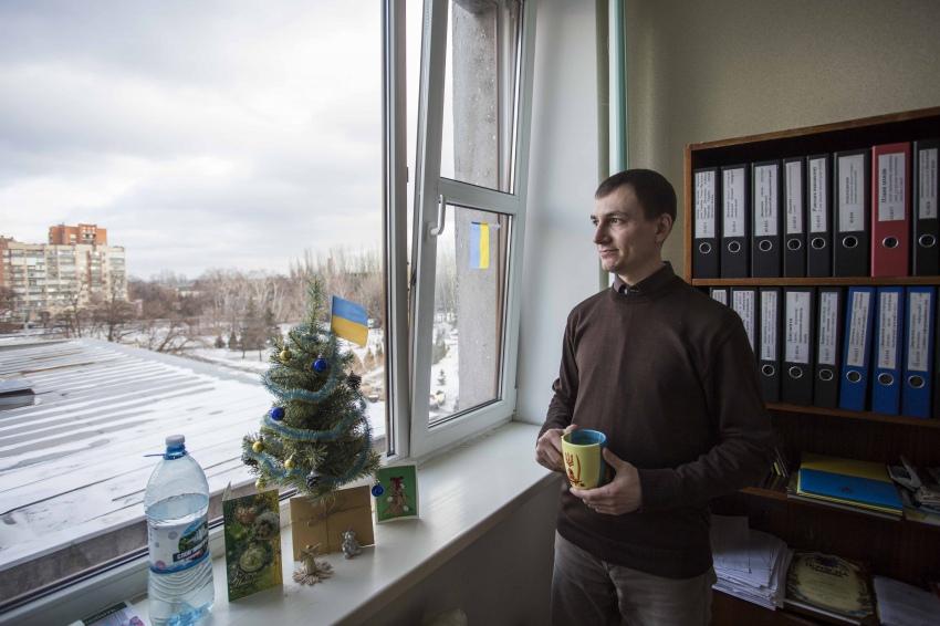 Денис Бегунов в своем кабинете