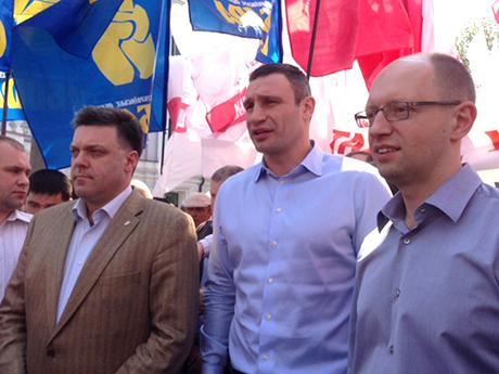 Кличко, Тягнибок і Яценюк в Сумах. Фото прес-служби Батьківщини