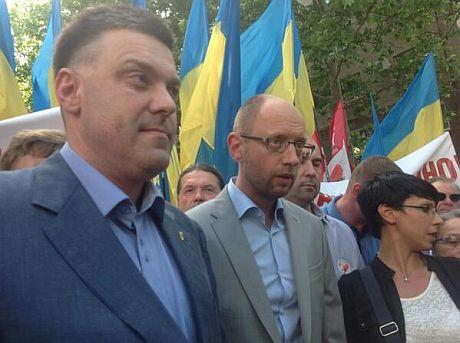 Тягнибок и Яценюк на митинге в Николаеве. Фото НикВести