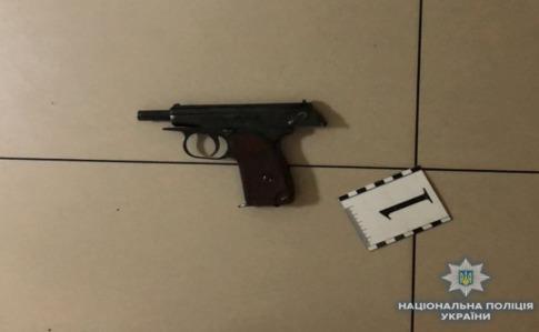 В Киеве владелец кафе застрелил посетителя, еще одного - ранил
