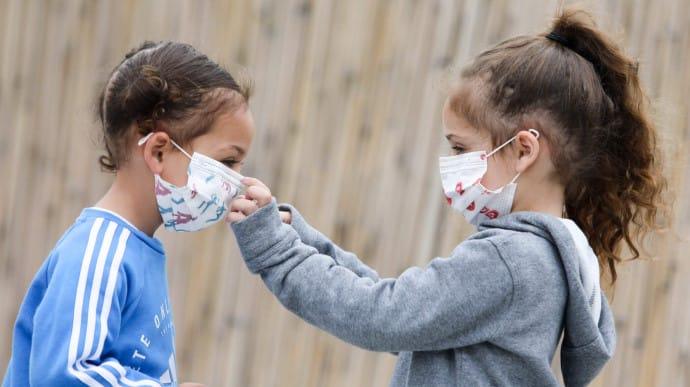 ВОЗ рекомендует носить защитные маски детям: как и с какого возраста    Украинская правда