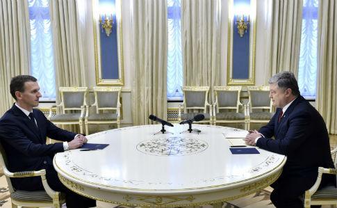 https://img.pravda.com/images/doc/1/6/16975d0-romantruba-poroshenko.jpg