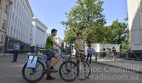 Активісти привезли Януковичу вимоги