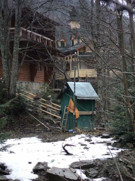 Ющенко достраивает замок в Карпатах