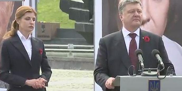 Петр Порошенко с супругой на памятных торжествах