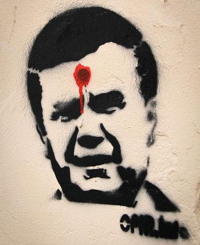 """За """"застреленого"""" Януковича дали рік колонії (ФОТО)"""
