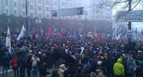 Колонна оппозиции под Кабмином. Фото с Facebook Сергея Гришина