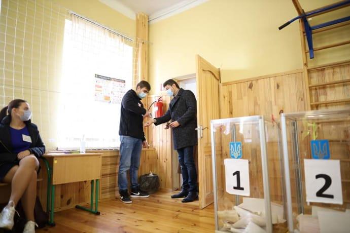 Сергей Притула пришел голосовать