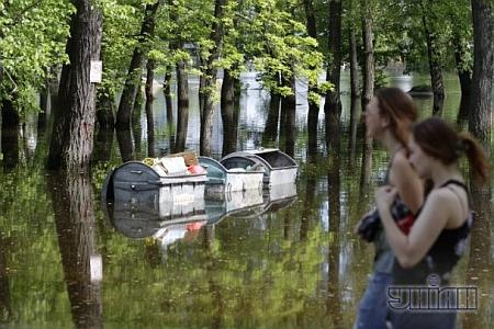 В Киеве затопило Гидропарк. Фото УНИАН
