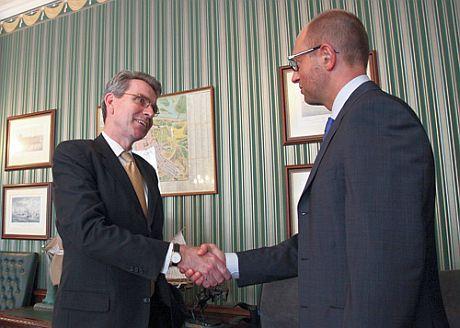 Яценюк встретился с послом США Пайеттом