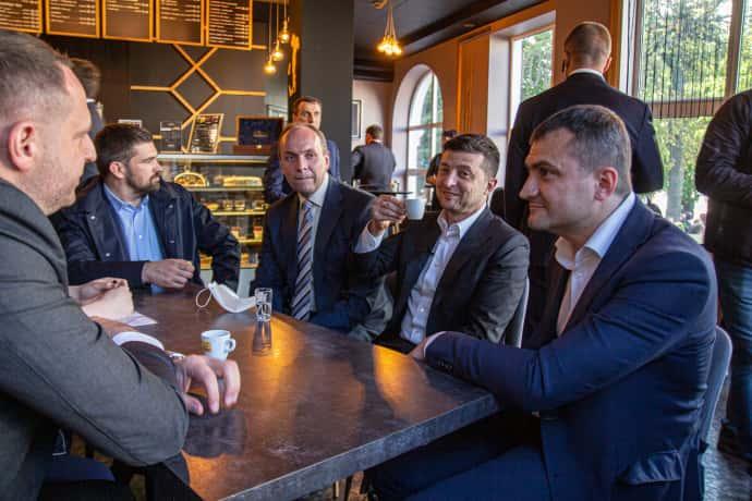 Зеленський кавував з чиновниками в одному з закладів Хмельницького під час карантину