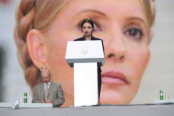 Донька Тимошенко зачитала звернення лідера опозиції до учасників з`їзду