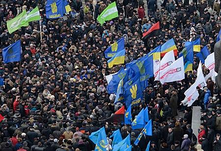 По данным оппозиции на акцию Вставай, Украино пришли 10 тысяч людей
