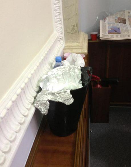 Арьев утверждает, что депутаты выпивали на рабочем месте