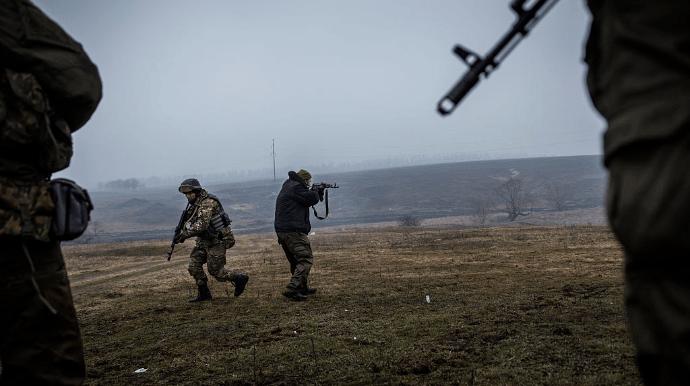 """Російські найманці чотири рази порушили """"тишу"""" на Донбасі за добу"""