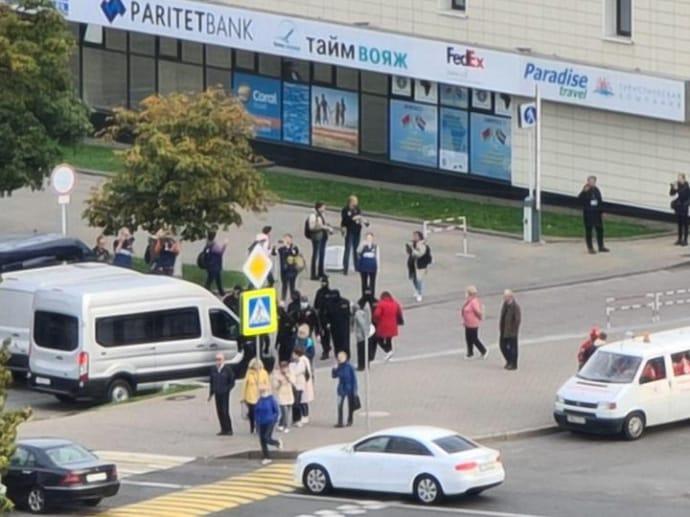 Силовики затримують активістів біля готелю «Ювілейний» / TUT.BY
