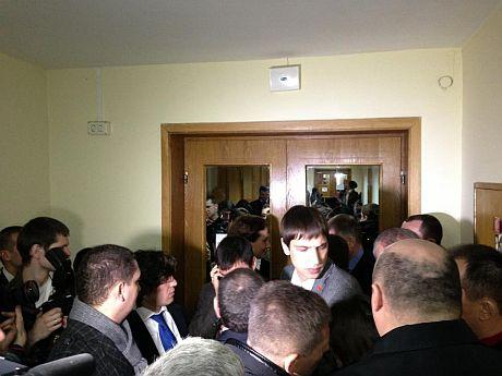 Оппозицию не пускали на заседание Рады на Банковой