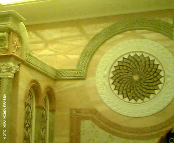 Во дворце Януковича есть рыцарский зал, кинотеатр и золотой иконостас   261b21c honka08