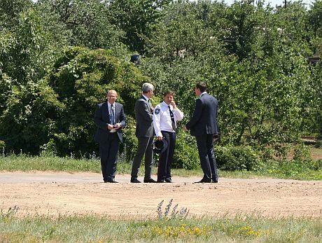 Головні силовики Донецької області охороняли Януковича на цвинтарі