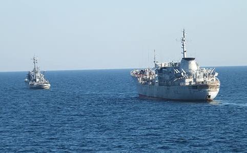Полторак: Кораблі ВМС України продовжать проходити через Керченську пр