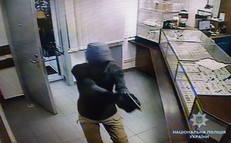 Напад на ювелірний магазин у Києві скоїли не українці – поліція (21.99 24) e6e61f2e6e8f4