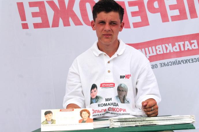 Савченко використовують в усій агітаційній продукції кандидата від